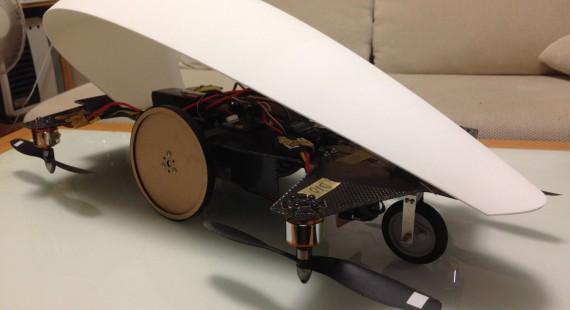 空飛ぶ車の1/5試作車の画像