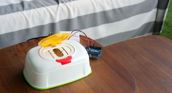 自動おしりふき閉じる装置「フタスルン」の画像