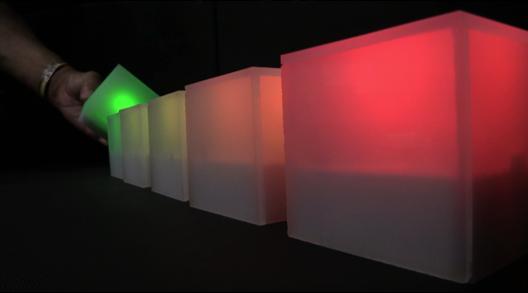 Interactiveな光るオブジェ「GLOW」の画像