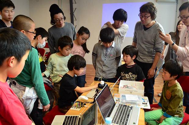 CoderDojoの子どもたちによるピタゴラ装置の画像