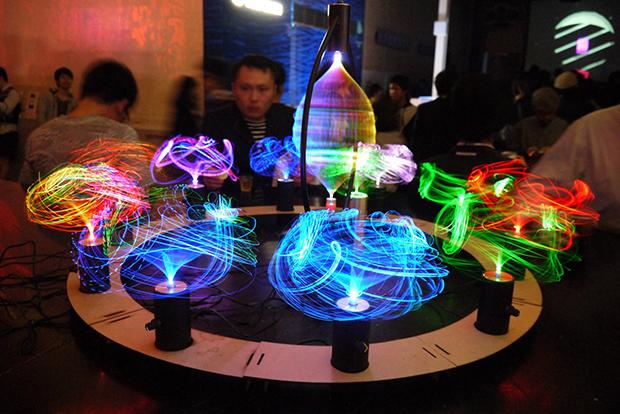 光ファイバーを使用した作品「micRokuro」の展示・販売の画像