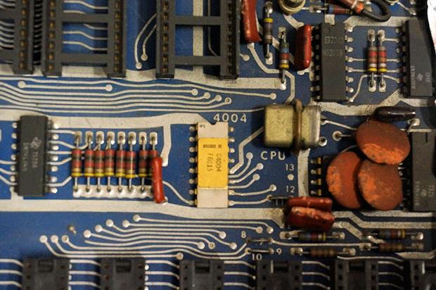 マイコン4004を使った電卓、ラズベリーパイ寄木細工ケースの画像