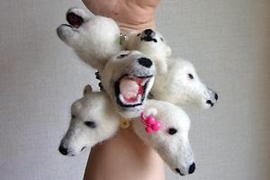 羊毛フェルトでシロクマヘアゴムを作ろう