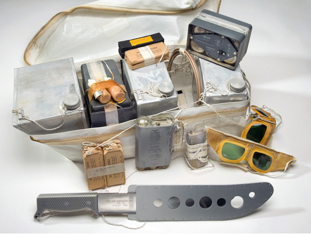 07_survival-kit-rucksack-with-knife2