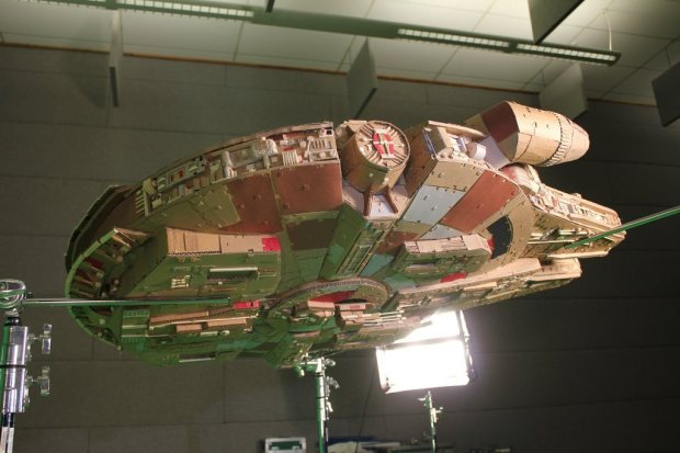 fzryvtd imgur Star Wars Fan Creates Insanely Detailed Cardboard Millennium Falcon