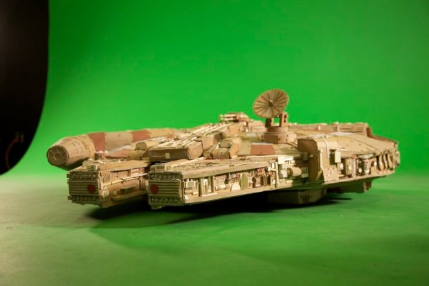 grzsydk imgur Star Wars Fan Creates Insanely Detailed Cardboard Millennium Falcon