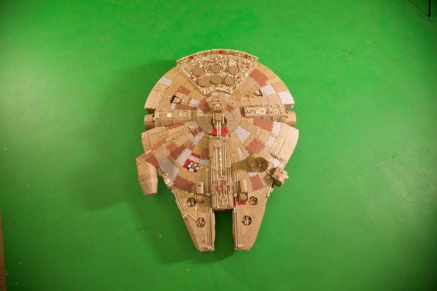 kxllqvi imgur Star Wars Fan Creates Insanely Detailed Cardboard Millennium Falcon