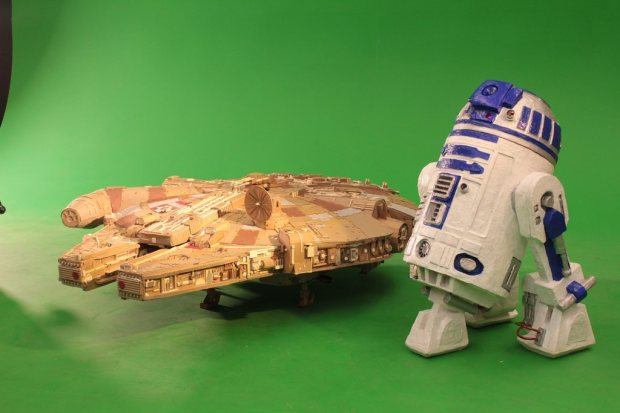 lspximq imgur Star Wars Fan Creates Insanely Detailed Cardboard Millennium Falcon
