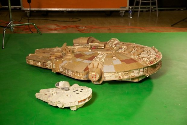 marlbui imgur Star Wars Fan Creates Insanely Detailed Cardboard Millennium Falcon