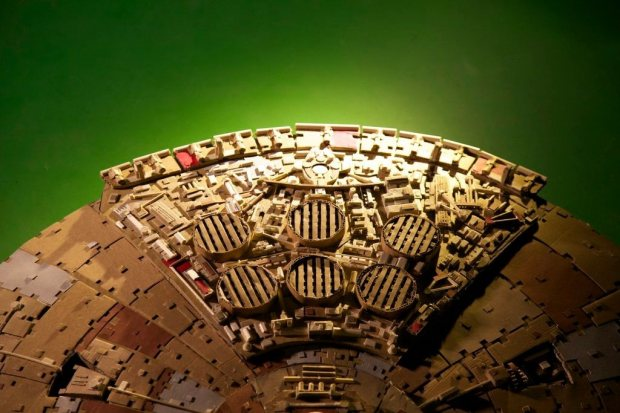 qubls4h imgur Star Wars Fan Creates Insanely Detailed Cardboard Millennium Falcon