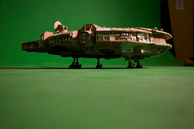 ri97qsz imgur Star Wars Fan Creates Insanely Detailed Cardboard Millennium Falcon