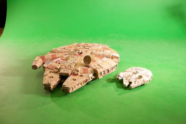 vvljwen imgur Star Wars Fan Creates Insanely Detailed Cardboard Millennium Falcon