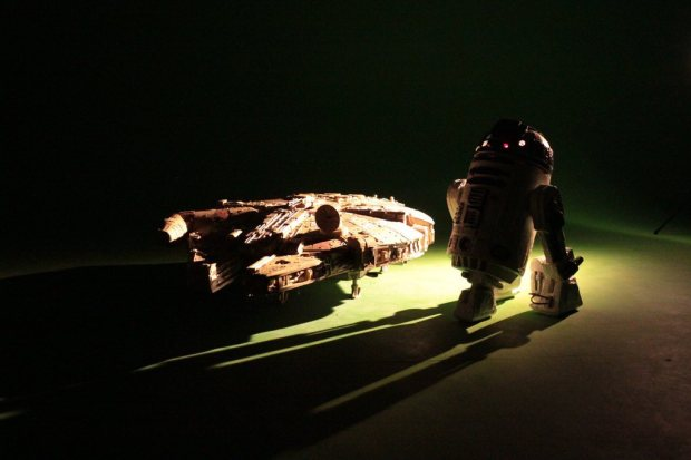 yq9fitv imgur Star Wars Fan Creates Insanely Detailed Cardboard Millennium Falcon