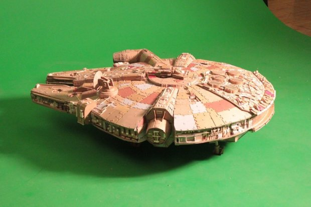 zfygtjd imgur Star Wars Fan Creates Insanely Detailed Cardboard Millennium Falcon