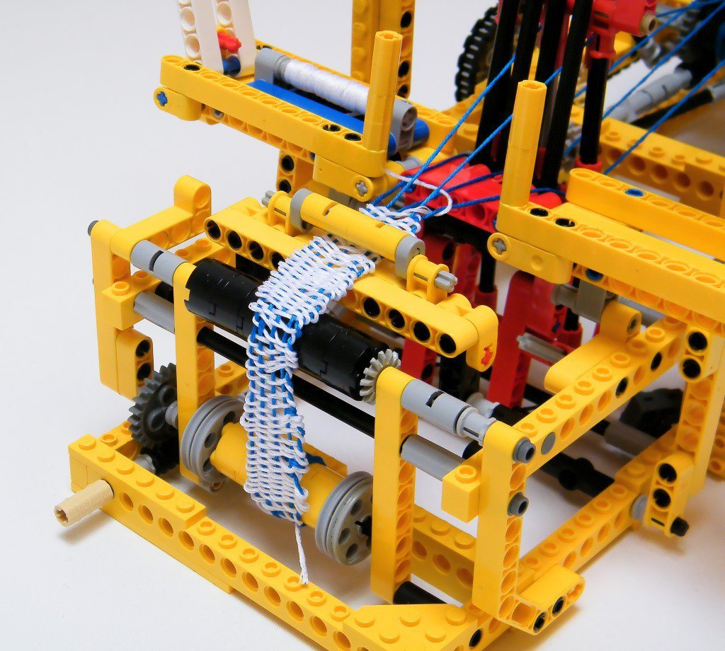 lego mechanical loom 2 Fantastically Functional Lego Mechanical Loom