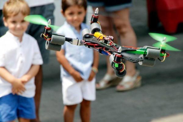 mfb-drone-kids-620x413