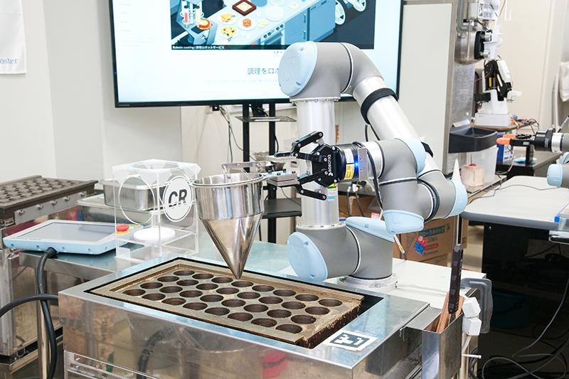 開発中の自動タコ焼きロボット Octochef