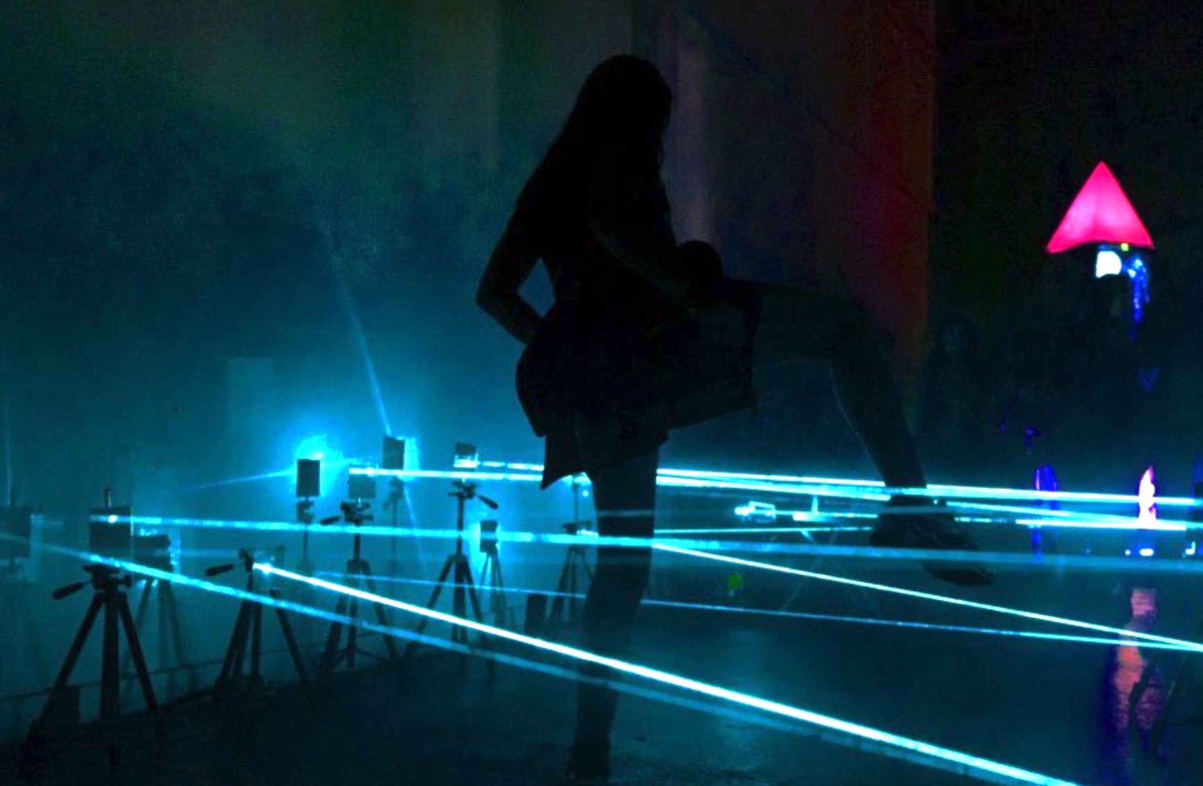 perfect-evasion-skills-laser-armed-maze